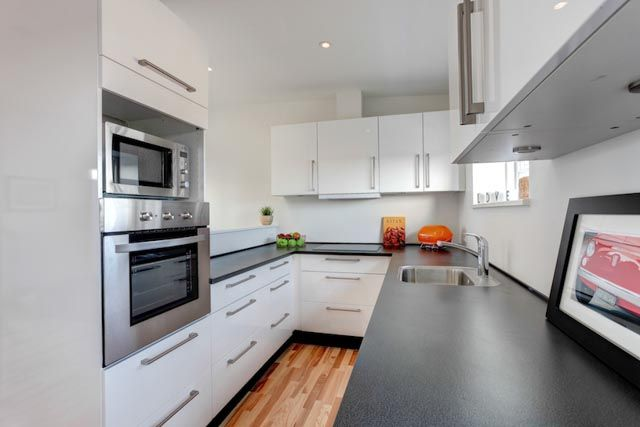 Empty kitchen staged by Busy Bees home staging.
