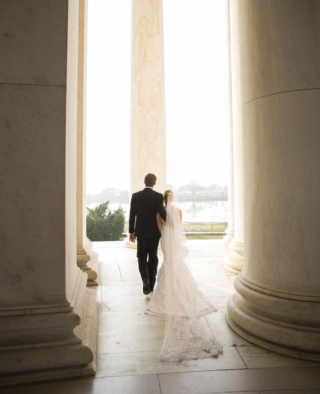 Romantic Bride & Groom // Photo: Ira Lippke Studios / From: 10 Tips for the Perfect Wedding Album // http://blog.theknot.com/2013/09/13/10-tips-for-creating-the-perfect-wedding-album-ira-lippke/