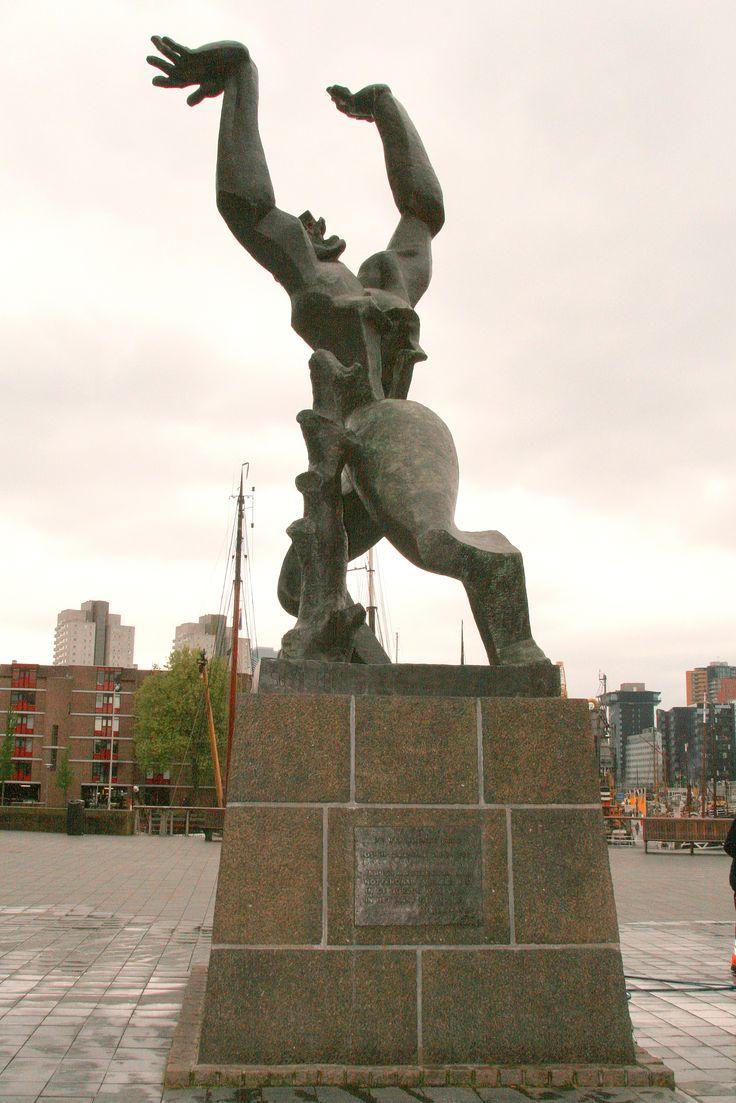 'De verwoeste stad' - Rotterdam. Dit beeld van Ossip ...