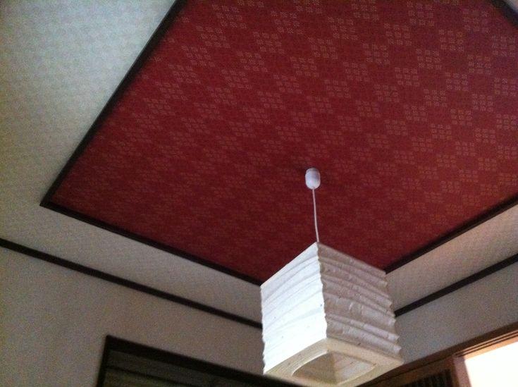 和室にも少し遊び心を! - マイホームを建てる前に読んで欲しいブログ 天井の真ん中部分を見切りで囲って、その中の仕上げ(今回はクロス)の色を変えています。