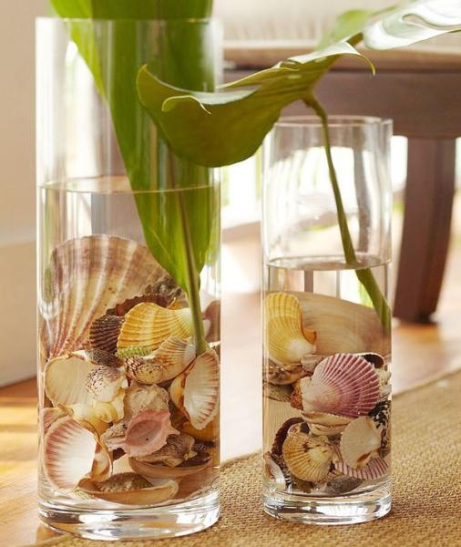 Gorgeous sea shells to decorate your home ... real nice idea with your cut flowers for the summer