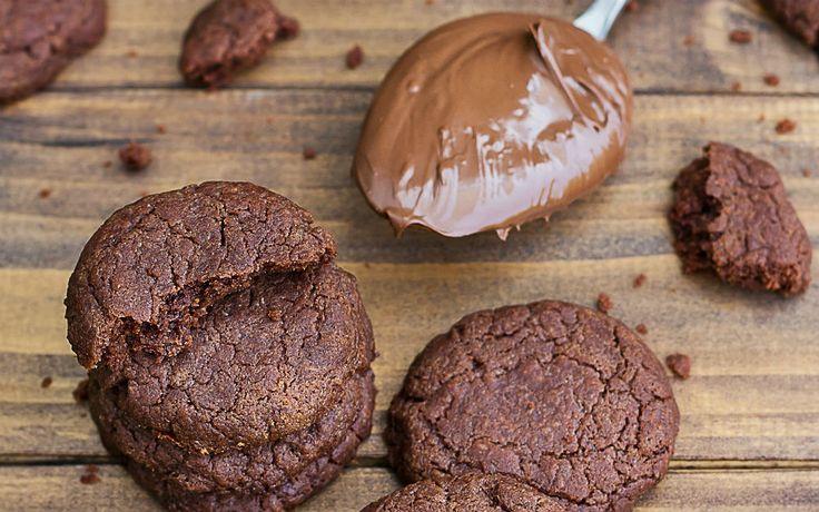 İlk malzeme belli oldu bile, geriye kaldı yumurta ve un. Üç malzemeli Nutellalı kurabiye tarifini hazırlamak işte bu kadar kolay.