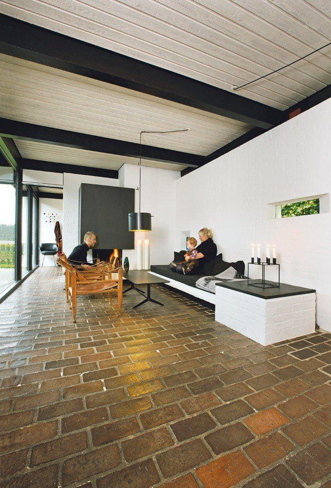 Friis & Moltke, villa in Højbjerg Aarhus (1960s). Lamp by Friis & Moltke Fast bænk/ sofa