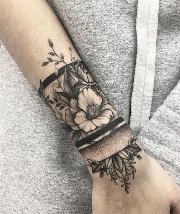 Blumen und ihre Bedeutung, schwarzes graues Armband Tattoo am Unterarm  #armband #bedeutung #blumen…   Sleeve tattoos for women, Arm band tattoo,  Half sleeve tattoo