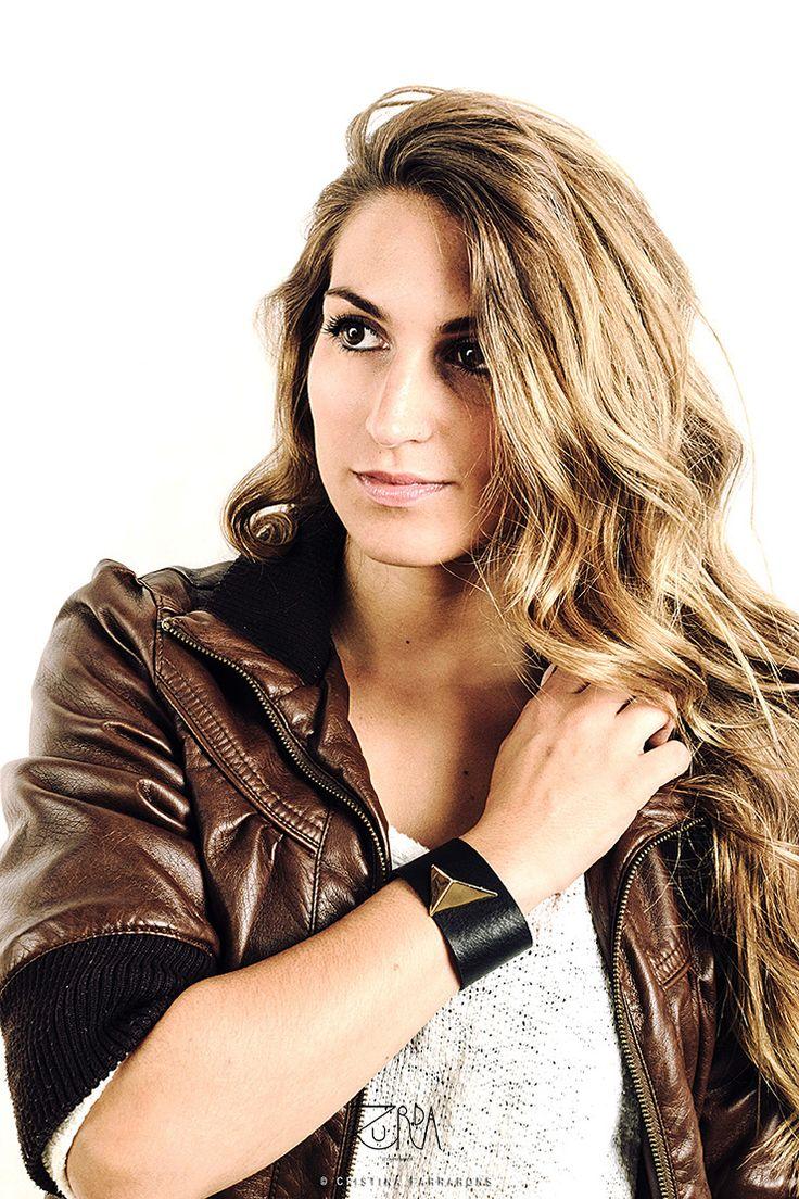 Brazalete Aurea, diseñado por Zurda. Modelo: Sara Belmonte. #Zurda #brazalete #bracelet #bisutería #bijou #diseño #design #Terrenal #AW1415