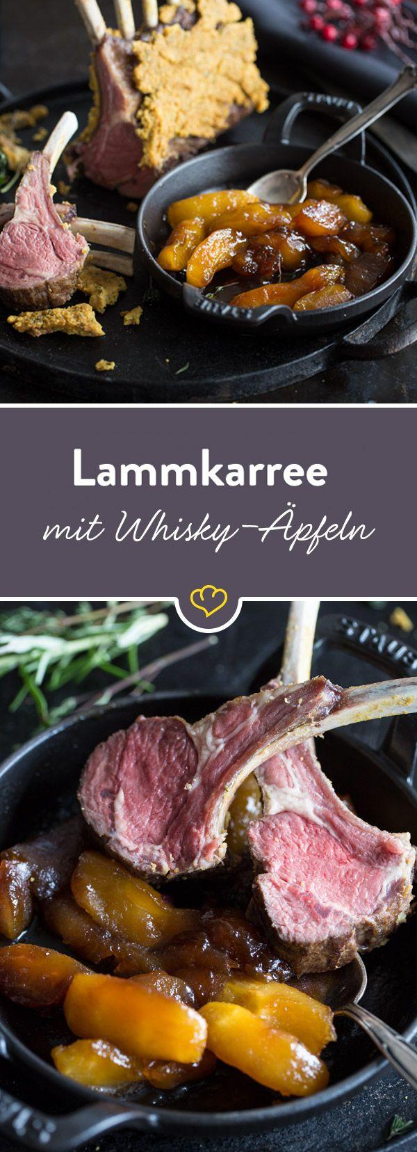 Mit diesem köstlichen Lammkarree in einem würzigen Rosmarin-Senf-Mantel mit süßen Whisky-Äpfeln schenkst du deinen Lieben ein perfektes Weihnachtsessen.