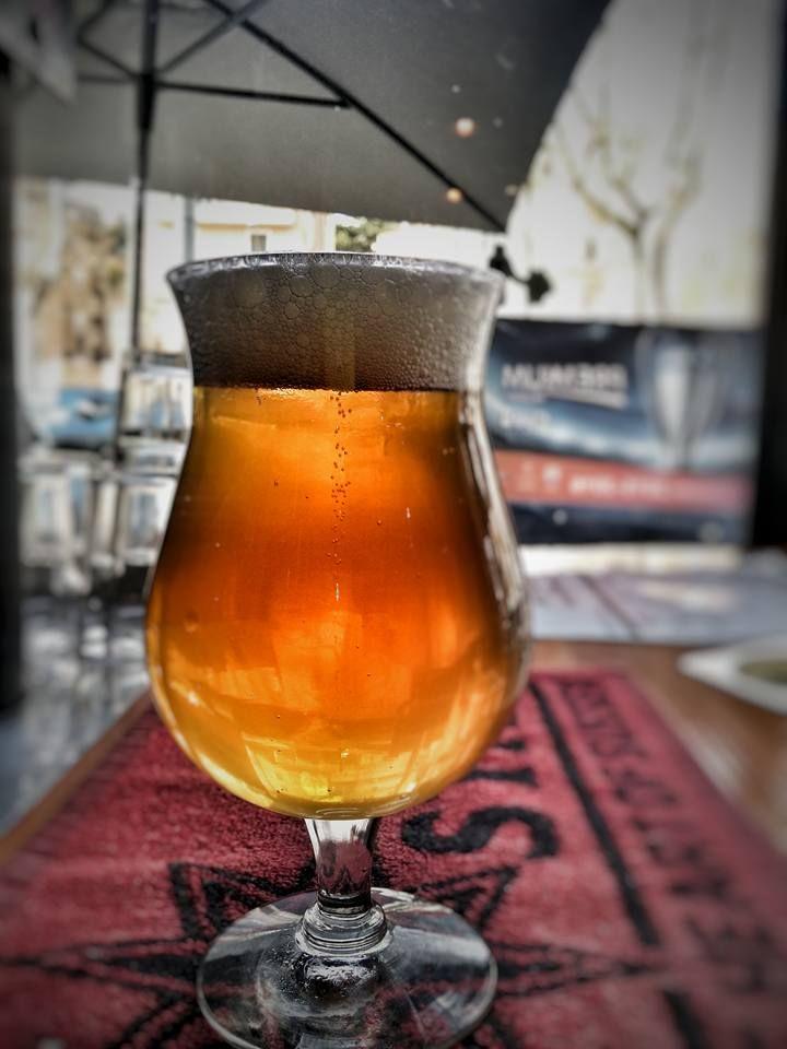 Incredibilmente buona la Celebrativa di Lariano!!! Belgian Ale brassata per festeggiare il nuovo impianto produttivo.. secca e delicatamente amara.. da bere a secchiate!!! #sogood #roma #aventino #circomassimo #craftbeer #lariano #celebrativa #cheers