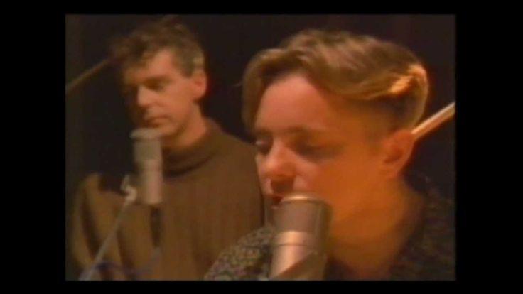 """Electronic - """"Getting away with it"""" - HD - Electronic fue una banda formada por el líder y vocalista de New Order Bernard Sumner y el ex guitarrista de The Smiths Johnny Marr... #AdorableSounds"""