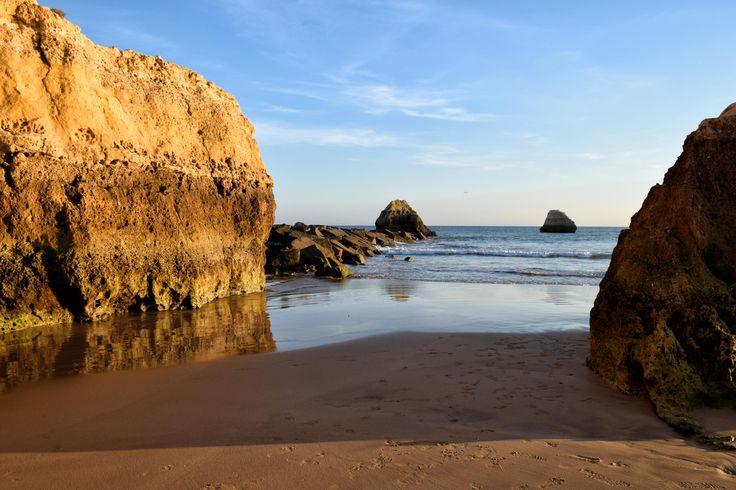 Praia dos Tres Castelos. Portimao.