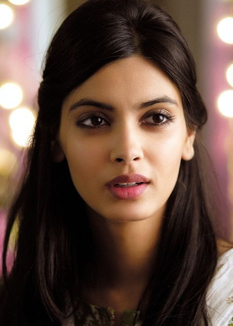 Diana Penty Bra Size, Age, Weight, Height, Measurements - Celebrity Sizes