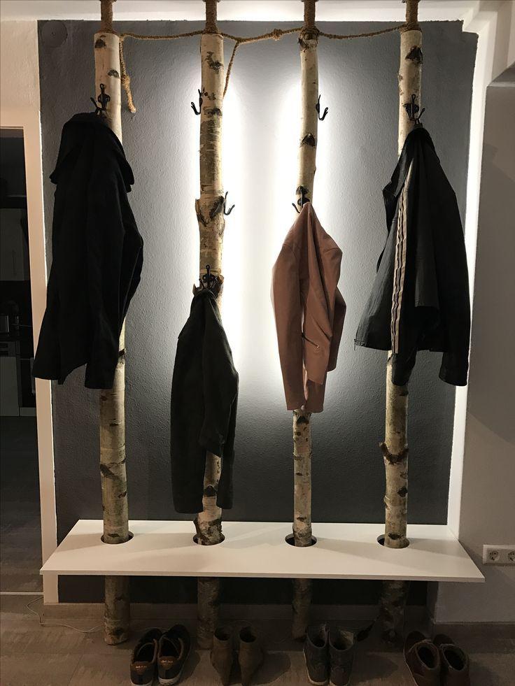 Garderobe aus Birkenstämmen