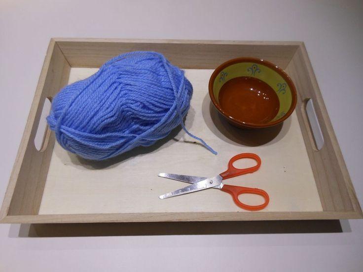 Activités Montessori : apprendre à découper avec des ciseaux (2)