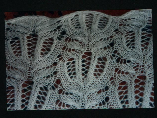 Particolare dello scialle in mohair fatto a maglia da Anna - punto conchiglia lavorato a ferri in andata e ritorno.