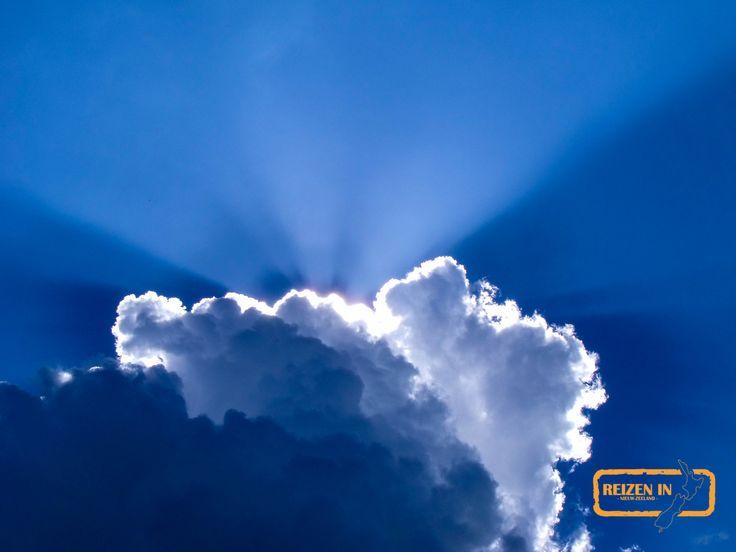 De zon achter een wolk, niet alleen het landschap is mooi!
