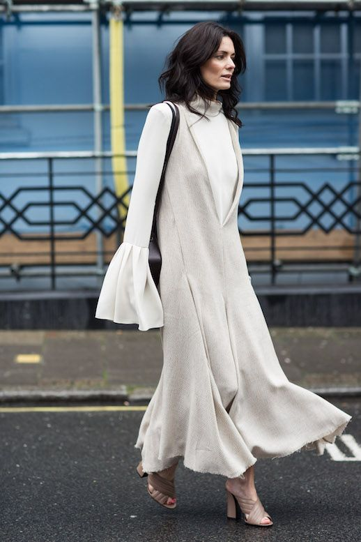 Photos via: A Love Is Blind   Hedvig Opshaug  made heads turn at Fashion Week in a unique ensemble that caught the eye of many street styl...