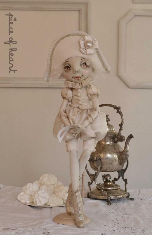 """КОСТЮМИРОВАННЫЙ АВТОРСКИЙ проект Александра и Нины Свистуненко """"DREAMLAND DOLLS """"  """"DREAMLAND DOLLS """" -это СКАЗКА ,которую Вы можете подарить своему ребенку.  Все ближе и ближе первая СЪЕМКА -""""SISTERS """"( СЕСТРИЧКИ ). А вот и вторая кукла от нашей ВОЛШЕБНИЦЫ - СВЕТЛАНЫ -  P.S шелковый блеск взбитых в крутую пену белков, воздушный десерт, как объемная балетная пачка, легкость в белых перышках ... ассоциации: белый-зима-карнавал...в итоге получилась такая кукла  здесь шелк, дамаст, фатин…"""