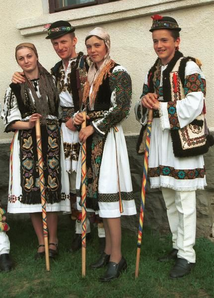 Romanian traditional dress: from Mures in Transylvania