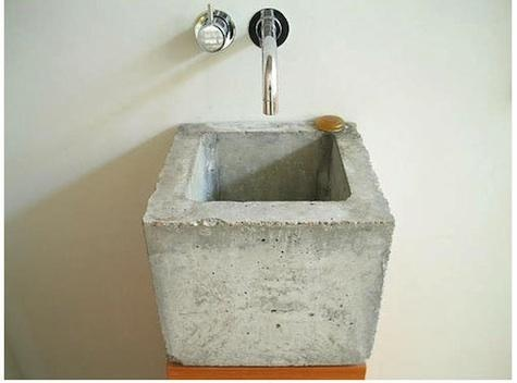 Cheap sink for outdoor of a compost toilet retreat for Outdoor vanity sink