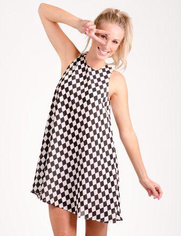 Ajax dress from www.belleroad.co.nz Monochrome checkerboard printed swing dress - to belt? Or not to belt?