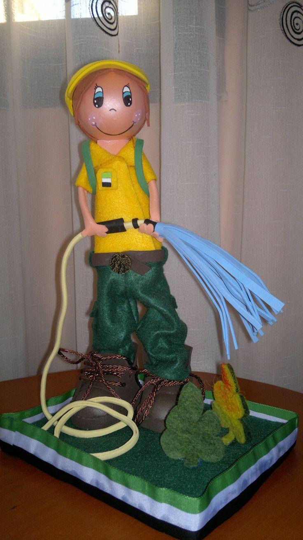 para un bombero forestal, el traje es de fieltro