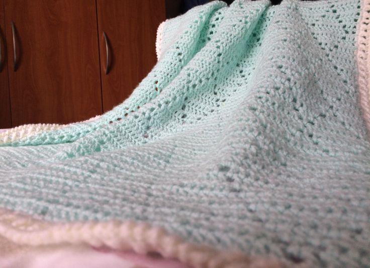 Mintgroene babydeken - luchtige babydeken - luchtig dekentje - wandelwagen deken - babydeken lente - babydeken zomer - kraamcadeau deken door ByChantalle op Etsy https://www.etsy.com/nl/listing/504789455/mintgroene-babydeken-luchtige-babydeken