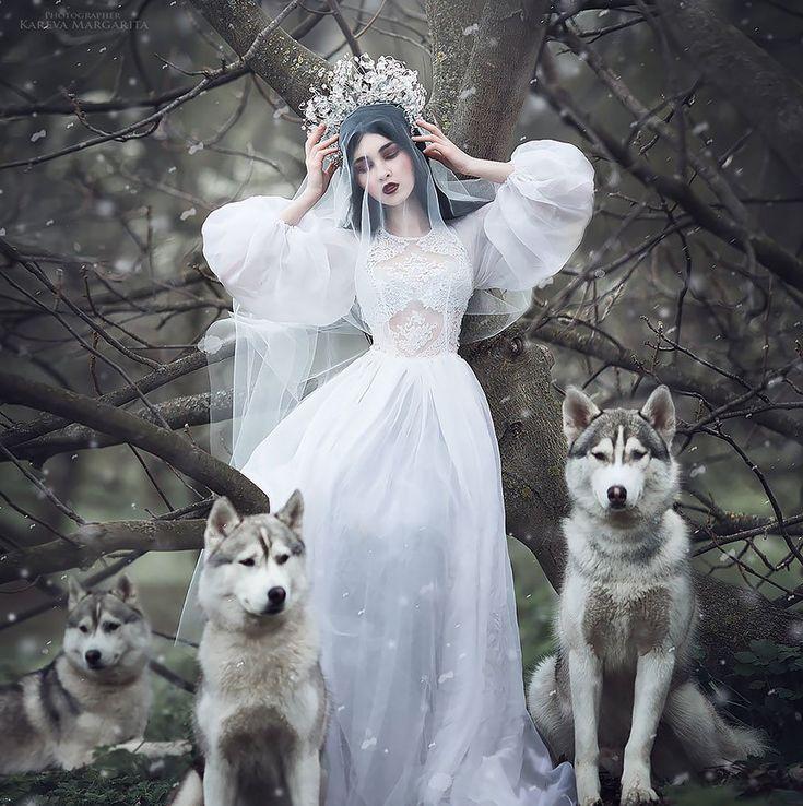 Margarita Kareva est une photographe Russe spécialisée dans la photographie onirique. Elle capture la beauté à l'état pure et donne vie aux contes de fées dans des photographies fantastiques, alliant retouches Photoshop et véritables accessoires.