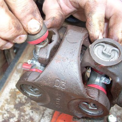 Reinstallation of universal joint parts.