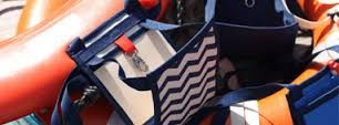 le Ti Sac Marin, une collection de petits sacs au style marin. Du sac à main à la pochette de voyage, cette sacoche sait se rendre indispensable.  https://www.tisac.shop/4-LeTiSacMarin