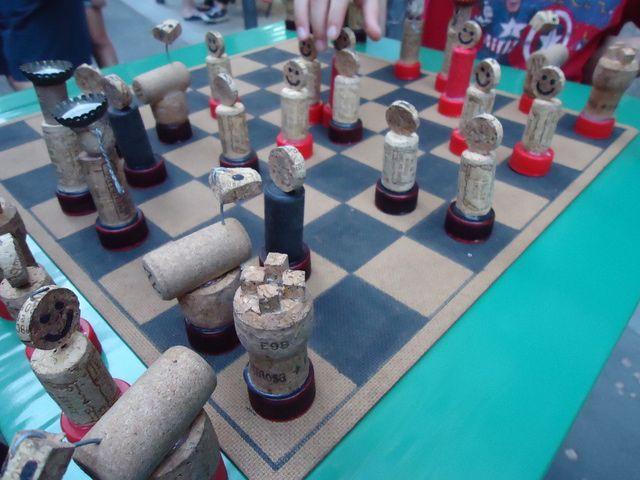 Juegos de mesa con materiales reciclados: Ajedrez  .