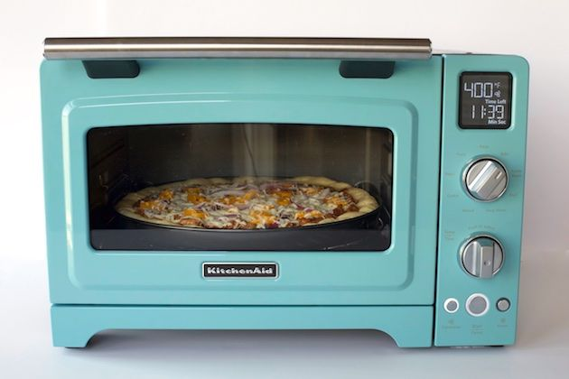 Use your KitchenAid® Convection Digital Countertop Oven to make this Artisan Pizza from @cafesucrefarine on our blog.