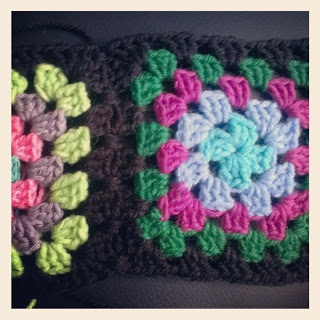 Granny square toturial at http://blog.tinawestergaard.dk/