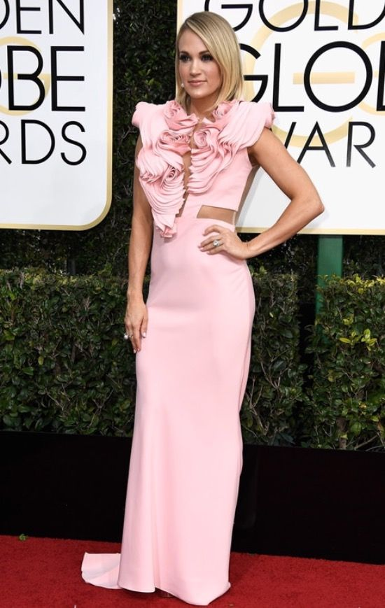 Carrie Underwood at the 2017 golden globe awards!