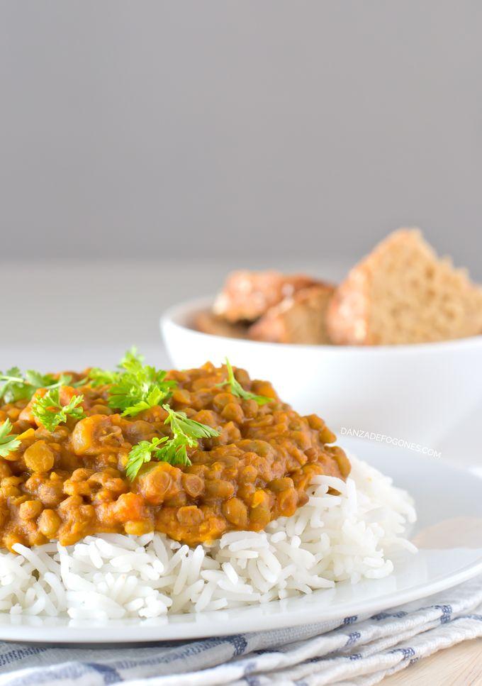 Estas lentejas al curry os van a encantar, es una receta sencilla pero con mucho sabor. Es mi receta preferida de lentejas y la como casi todas las semanas. Si os gusta la comida india, tenéis que probarlas, y si no también, ¡porque están riquísimas! A nosotros nos gusta acompañar las lentejas con arroz, además... Sigue leyendo »