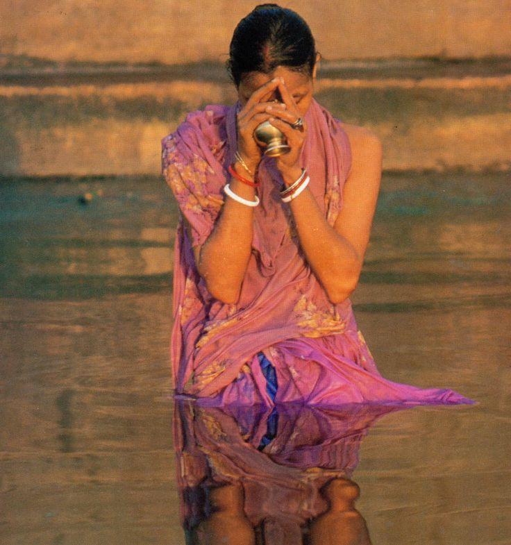 Priere dans le Gange
