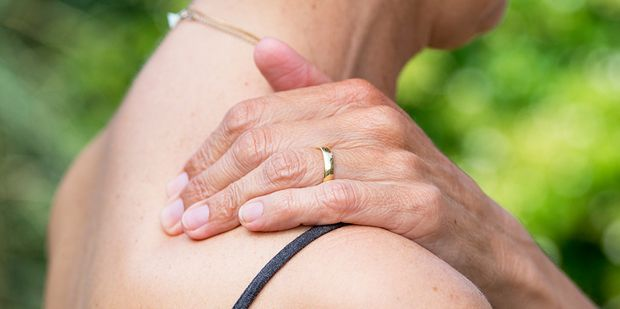 Do you roll your shoulders forward?    #women #health #posture #pain #tension #UnimedLiving