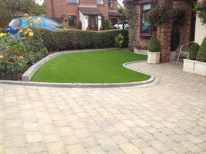 Nice Light Coloured Curved Driveway With The Borders To The Front Garden  Grass Area. #