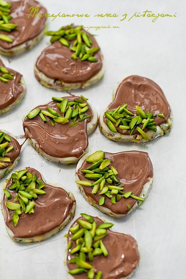 Marcepanowe serca z pistacjami
