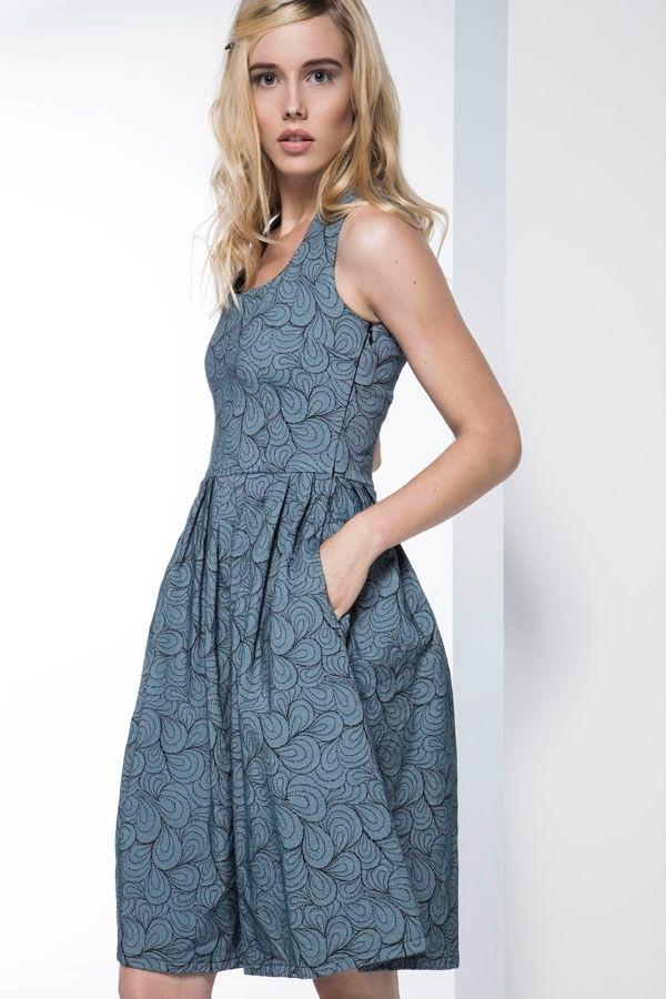 Μπορείτε να βρείτε γυναικεία ρούχα,φόρεματα,μπλούζες,παπούτσια, φούστες,  accessories από την εταιρεία ρούχων Helmi