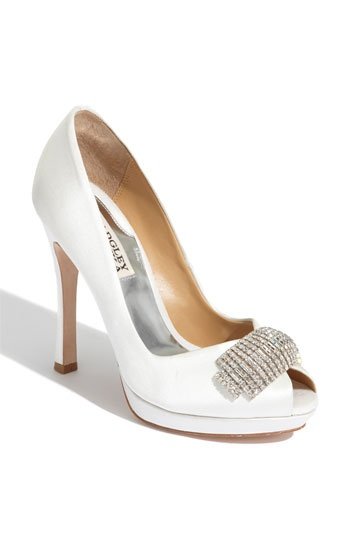 I love high heels and diamonds...what a great combination. ;D