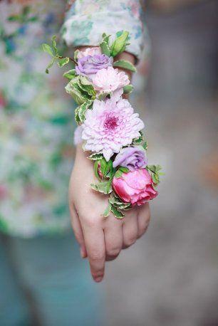 Браслет подружки невесты из нескольких цветов
