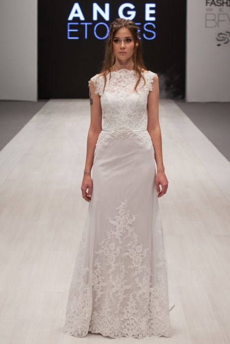 Simple, vintage, lace wedding dress 'Elein'. Alter Ego collection from Ange Etoiles.