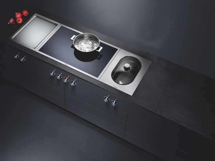 The best kitchens are versatile. Teppan Yaki and steamer can be smoothly integrated with induction or gas cooktops in various widths to create one elegant unit.