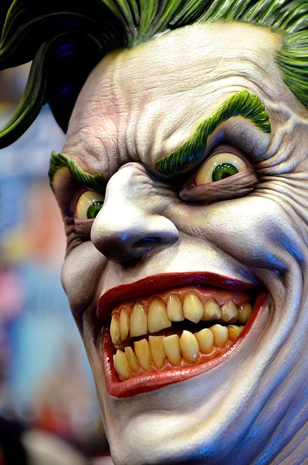 Busto incrível 1:1 The Joker (Coringa) da Sideshow Collectibles | SuperVault