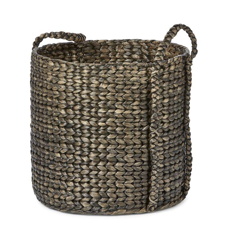 Förvaringskorg i flätad vattenhyacint som finns i flera olika storlekar. Hanoi kan användas som förvaring till favorittidningarna, plädar eller varför inte placera en växt i den, användningområdet är brett!