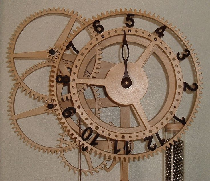 "Wooden clock ""Rotara"" from Dane Broberg. Designed by Christopher Blasius. Plans available at holzmechanik.de"