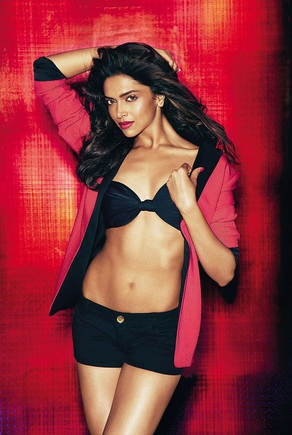 Our elite diva in silky shots is Deepika Padukone. Candid looking can't be avoided. Say your view on this.