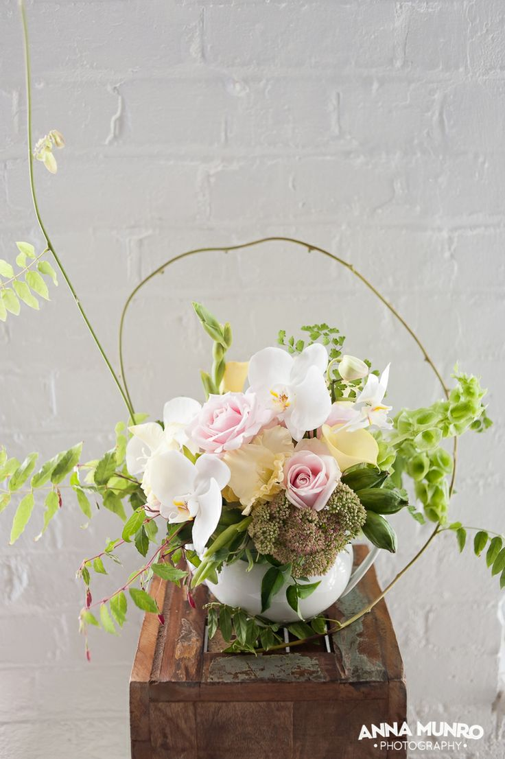 Styling and Flowers by Mindy Dalzell of twigandarrow.com Photography by Anna Munro