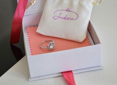 Která ženská by si nepotrpěla na krásné doplňky. A když vypadajá ještě tak hezky, jednoduše a slušivě tak je to snad nejlepší kombinace :D Další fotky i článe najdete na blogu :)  http://magic-beauty-life.blogspot.cz/2017/11/krasa-v-podobe-sperku-juveloracz.html  #jewelryinspiration#ad#blogger#juvelora#silver#ring#tips#beauty#accessories