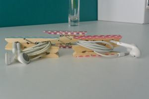 DIY: EARPHONE CLIPS