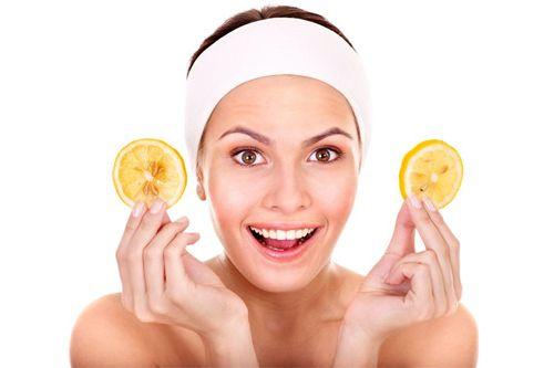 Το οικείο σε όλους μας λεμόνι μπορεί να θεραπεύσει προβλήματα με το δέρμα, τα νύχια και τα μαλλιά αλλά μπορεί να χρησιμοποιηθεί και ως φυσικό ντεκαπάζ!